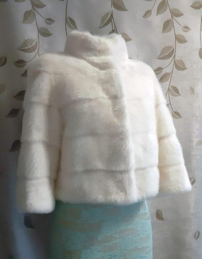 Свадебная короткая белая норковая шубка